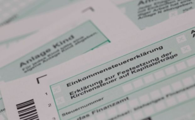 Nur Anleger mit sehr hohen Ver&auml;u&szlig;erungsgewinnen sind von der neuen Steuer betroffen. Foto: Tim Reckmann / <a href='http://www.pixelio.de' target='_blank'>pixelio.de</a>