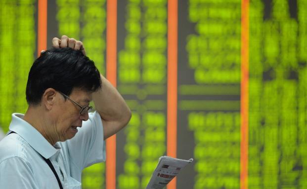 Ein Anleger vor der Börse in Hangzhou. (Bild: Getty Images)
