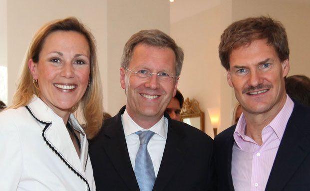 Carsten Maschmeyer mit Bundespr&auml;sident Christian Wulff und <br>dessen Gattin Bettina, Quelle: dpa