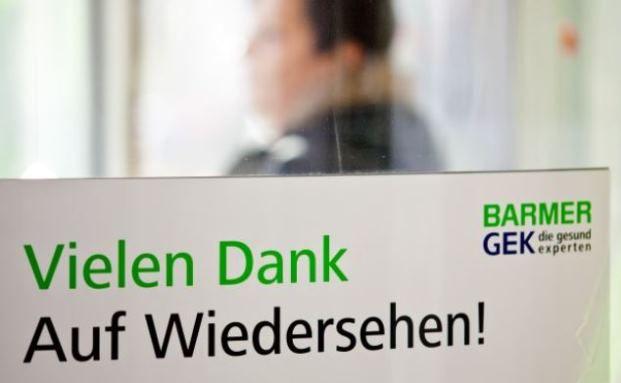 Schild der Barmer GEK: Die Krankenkassen müssen Arbeitsunfähigkeiten regelmäßig überprüfen. Foto: © dpa/picture alliance