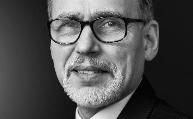 Thomas Hartmann-Wendels ist Direktor des Seminars für ABWL und Bankbetriebslehre, Geschäftsführender Direktor der Abteilung Bankwirtschaft des Instituts für Bankwirtschaft und Bankrecht sowie Direktor des Forschungsinstituts für Leasing an der Universität zu Köln.