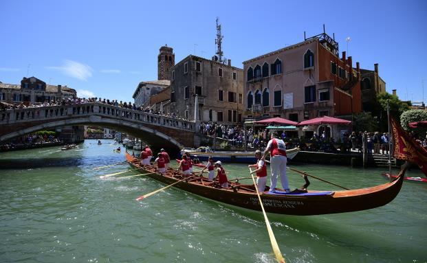 Langstrecken-Regatta 2015 in Venedig: Im Vergleich zu Italienern sind die Deutschen arm. Foto: Getty Images