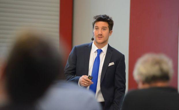 Philip Wenzel, Finanzberater