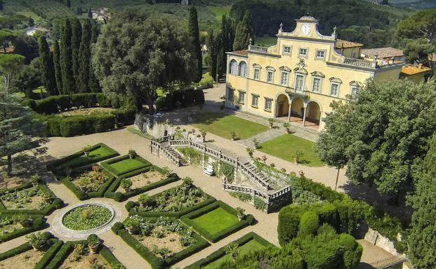 Vorzeigbar: Die Villa liegt eingebettet in einem großen Park vor den Toren von Florenz. Foto: Lionard Luxury Real Estate