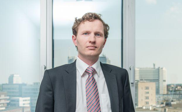 Stefan Piotrowski ist Fachanwalt für Versicherungsrecht sowie Bank- und Kapitalmarktrecht in der Essener Kanzlei <a href='http://www.rae-sh.com' target='_blank'> SH Rechtsanwälte</a>.