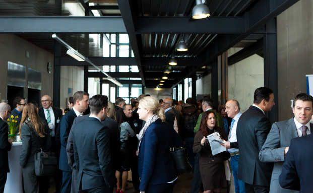 Die SDV konnte sich auf ihrem 2. Augsburger Maklerkongress über ein reges Besucherinteresse freuen. Foto: © SDV
