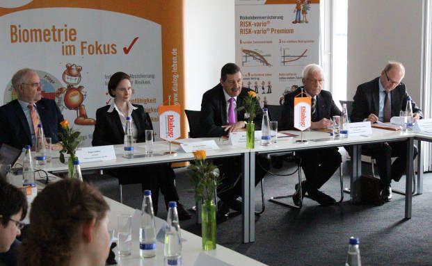 Sie stellten die aktuellen Geschäftszahlen vor (v.l.): Edgar Hütten, Nora Gürtler, Michael Stille, Hans-Jürgen Danzmann, Olaf Engemann.