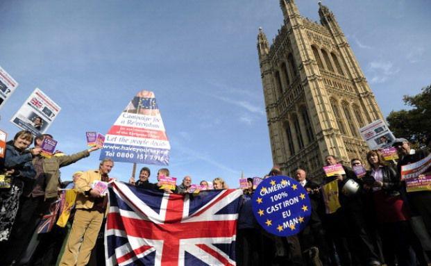 Anhänger der britischen Unabhängigkeitspartei UKIP demonstrieren vor dem House of Parliament in London. Die Bürger des Königreiches entscheiden im Juni 2016, ob ihr Land aus der Europäischen Union austritt. (Foto: Getty Images)