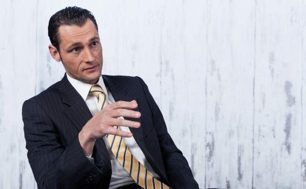 Rechtsanwalt Nikolaus Sochurek ist Gründungspartner der Münchner Kanzlei Peres & Partner Rechtsanwälte.