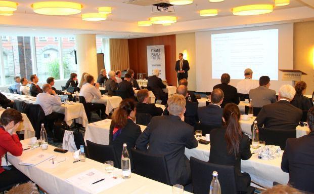Mehr als 60 Finanzplaner waren am 14. Juni in Hotel Steigenberger gekommen, das kurzfristig noch einen größeren Saal zur Verfügung stellte.