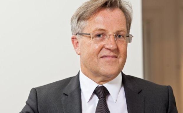 Karl Benedikt Biesinger ist Mitgründer der auf Wirtschafts- und Arbeitsrecht spezialisierten Kanzlei Reiserer Biesinger Rechtsanwälte aus Heidelberg.