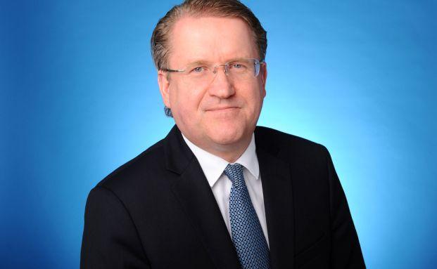 Frank Hansen ist seit Mai 2001 Manager des derzeit erfolgreichsten Sparplan-Fonds auf Sicht von 15 Jahren. Die derzeit 15 besten Sparplan-Fonds finden Sie auf den folgenden Seiten.