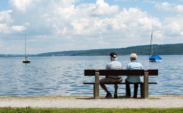 Rentnerpaar am See, Foto: Longial