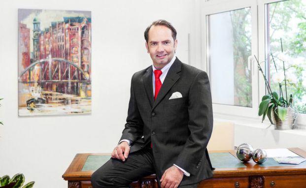 """Norman Argubi ist Vorstand der finanz-center AG und Autor des Buchs """"33 Geheimnisse, die Ihnen Ihre Bank zum Thema Geldanlage nicht verrät"""". Foto: © privat"""