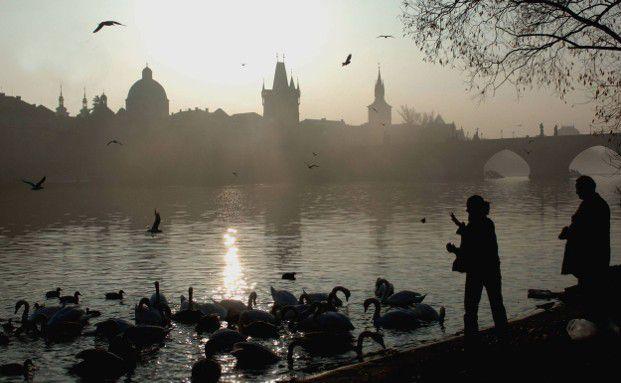 Die tschechische Hauptstadt Prag ist ein Magnet für Touristen. Nach dem EU-Beitritt wird das Land auch für Anleger interessant. (Foto: Getty Images, Michal Cizek)