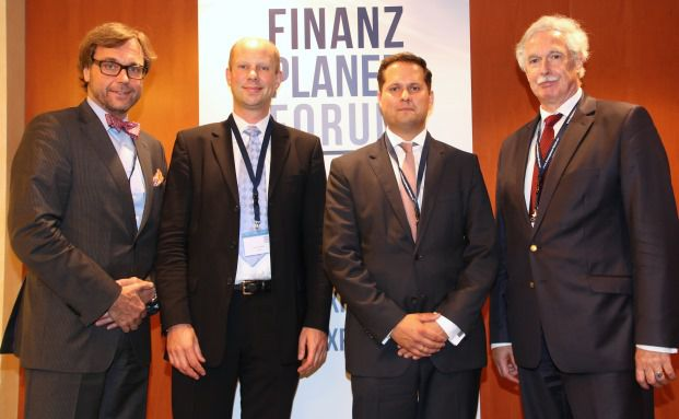 Die Organisatoren und die Sponsoren des Finanzplaner Forums in Hamburg (von links): Guido Küsters, Finanzplaner Forum; Arne Scheehl, ComStage; Patrick Furtwängler, Tresids Asset Management und Otto Lucius, Finanzplaner Forum.