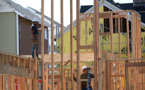 Beim Hausbau können viele Fehler passieren. Mit einer professionellen Kontrolle kann man Kosten zur späteren Behebung von Mängeln vermeiden. (Foto: Getty Images)