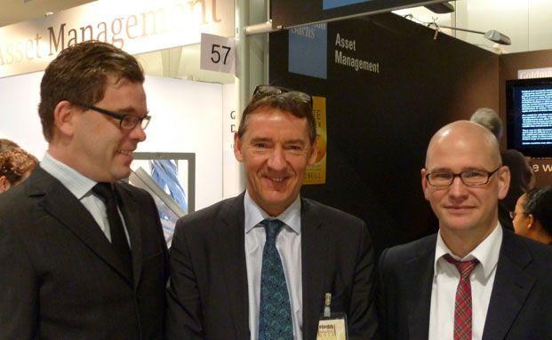 DAS INVESTMENT-Redakteure Malte Dreher (li.) und Andreas<br/>Scholz (re.) mit Bric-Vater Jim O'Neill