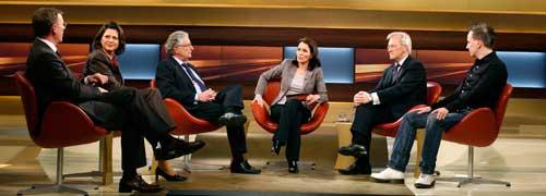 Diskussionsrunde zur Bankergier: Bodo Ramelow,<br>Ilse Aigner, Gerhart Baum, Anne Will, Heinrich<br>Haasis und Investmentbanker Gerald Hörhan;<br> Quelle: ARD/Wolfgang Borrs
