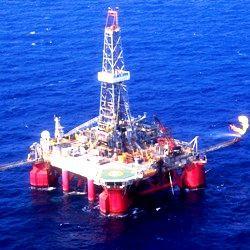 Die Bohrinsel SS-11 von der<br>brasilianischen Firma Petrobras<br>arbeitet vor der Küste<br>Brasiliens im Santos-Becken