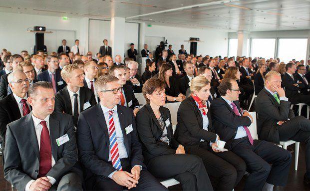 Spannend: Der erste Vortrag auf dem private banking kongress. (Fotos: Christian Scholtysik, Patrick Hipp)