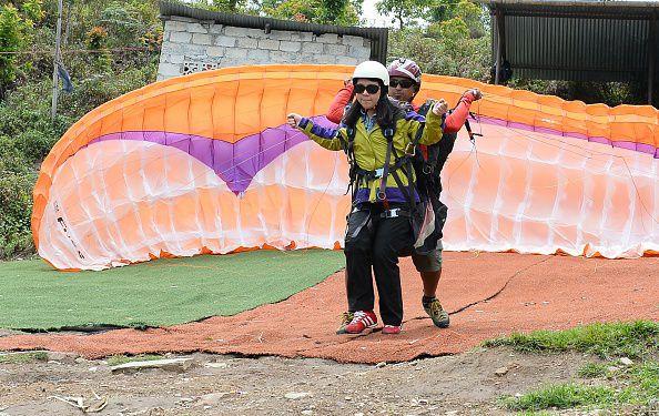 Paraglider. Der Yougov-Konjunkturindex für unabhängige Vermittler dreht trotz punktueller Schwierigkeiten weiter ins Positive, Foto: Getty Images
