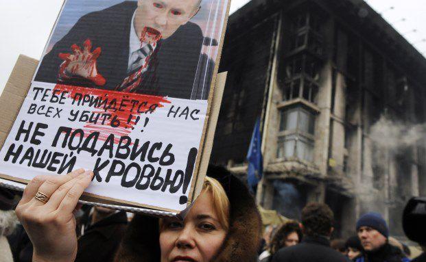 Demonstration gegen das russische Eingreifen auf der Krim: Für viele Menschen in der Ukraine wird Putin zum Teufel. (Foto: Getty Images)