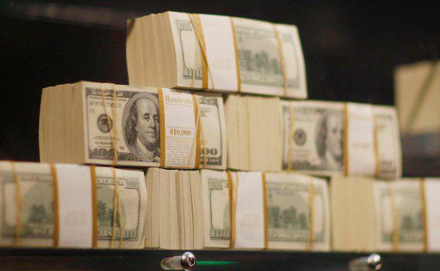 Bei immer mehr Menschen stapelt sich das Geld: Laut einer aktuellen Studie gibt es so viele Superreiche wie nie zuvor. (Foto: Getty Images)