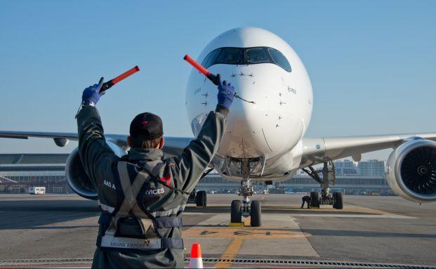 Flugzeugeinweiser: Wer sein Portfolio für die kommenden Monate richtig positionieren will, muss das Niedrigzinsumfeld berücksichtigen. (Foto: Airbus S.A.S. / Kim Doo Ho)