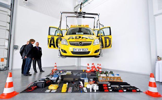Rollende Werkstatt: Ein aktuelles Straßenwachtfahrzeug des ADAC mit allem, was heute erforderlich ist, um optimal Pannenhilfe zu leisten. Foto: ADAC
