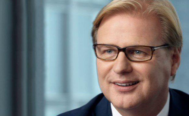 Achim Küssner ist seit Juli 2007 Geschäftsführer bei der britischen Fondsgesellschaft Schroders. Er kam von Blackrock Deutschland, wo er seit Oktober 2006 Geschäftsführer war. Davor war er acht Jahre bei Merrill Lynch Investment Managers in Deutschland – bis zu deren Übernahme durch Blackrock.