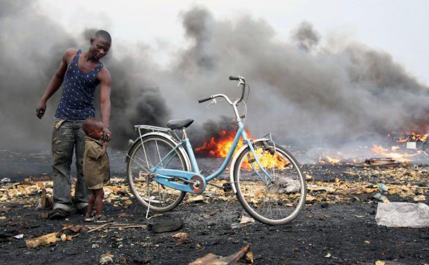 Agbogbloshie in Ghana: Hier werden Kabel und anderer Elektroschrott verbrannt und viele Gifte freigesetzt. (Foto: Blacksmith Institute)