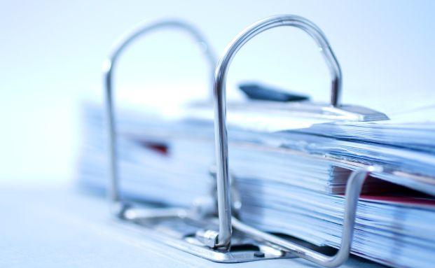 Viel zu lesen: Auf 454 Seiten erklärt das Finanzministerium, wie es die AIFM-Richtlinie in deutsches Recht umsetzen will. Quelle: Thomas Meinert / Pixelio