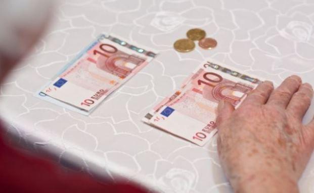 Wenn das Geld im Alter nicht reicht: Von Altersarmut sind besonders Frauen betroffen. Auch wenn die Mütterrente den Steuerzahler einiges kostet. Dieses Mal scheint das Geld an der richtigen Stelle angelegt zu sein. Foto: © Panthermedia