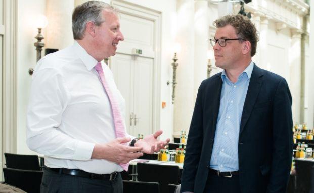 Andreas Köster, Leiter des Asset-Allokation-Teams der UBS Asset Management im Interview mit Malte Dreher (rechts), Chefredakteur Das Investment