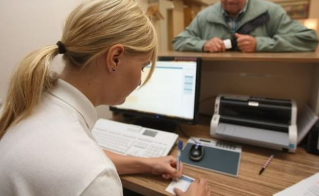 Arzthelferin bei der Arbeit. Foto: Getty Images