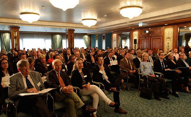 Auditorium bei einem der Diskussions-Panels auf der funds excellence 2013. Foto: Manfred Kötter