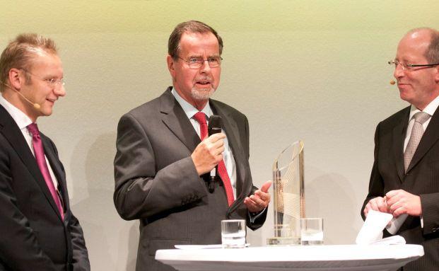 Klaus Kaldemorgen (Mitte) wurde 2011 von Sauren als Fondspersönlichkeit ausgezeichnet. Hier im Interview mit Eckhard Sauren und Hans Heuser bei den Sauren Golden Awards