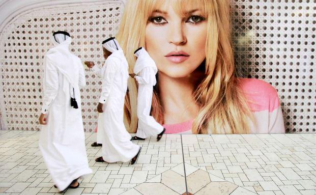 Werbung mit Top-Model Kate Moss für den Modehändler Mango in Doha, Katar: Der Aktienmarkt des Landes stieg vor Kurzem in den Aktienindex MSCI Emerging Markets auf. (Foto: Bloomberg)