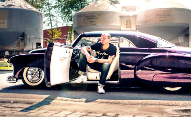 Jörg Richard, Vorstandsvorsitzender von Sobaco Betax in Regensburg, in seinem Schmuckstück, dem Chevrolet Bel Air. Foto: Mediaunlimited