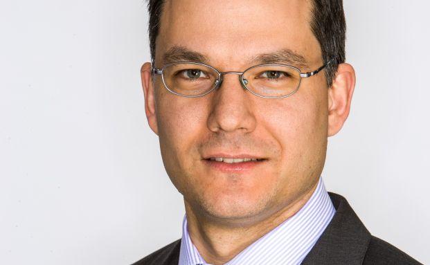 """Aron Pataki, Fondsmanager des BNY Mellon Global Real Return, setzt statt rein quantitativer Methoden auf urteilsbasiertes Investieren: """"Würden Sie beim Autofahren nur in den Spiegel schauen?"""""""
