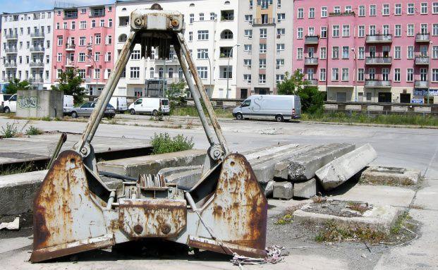 Statt für bezahlbaren Wohnraum sorgt die Mietpreisbremse nur für einen Neubaustopp (Foto: ARTO / FOTOLIA)