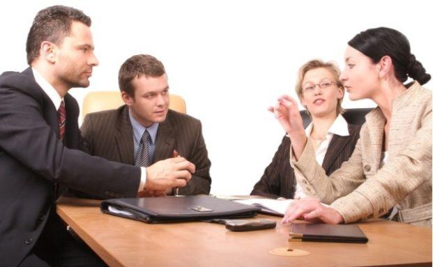 Vermittler in der Kundenberatung: Zusätzlich verbringen sie viel Zeit mit Bürokratie (Foto: panthermedia)