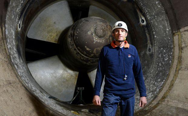 Nicolas Bec ist Mitarbeiter des französischen Turbinenkraftwerks La Rance. Die Franzosen haben eines der niedrigsten gesetzlichen Rentenalter in Europa: Mit 60 Jahren dürfen sie in Rente gehen. In Deutschland wird die Grenze bald bei 67 Jahren liegen. Foto: Getty Images