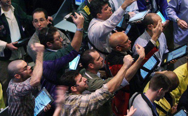 Auf dem B&ouml;rsenparkett geht es hoch her: Verm&ouml;gensverwalter <br> verkaufen derzeit Aktien wegen des Einzelpostenrisikos, <br> Foto: Getty Images