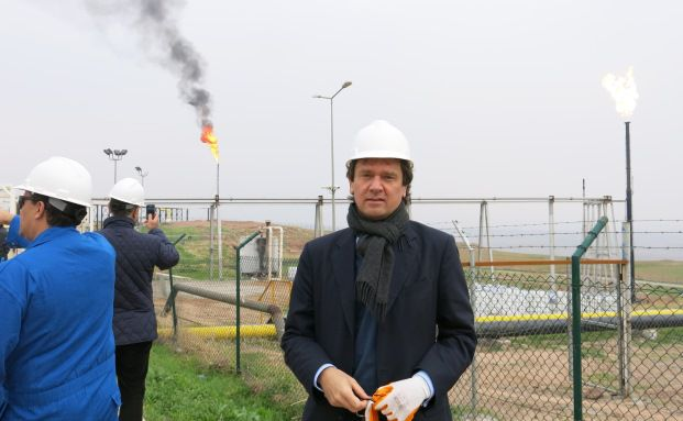 Fondsmanager von Charlemagne Capital Stefan Böttcher besichtigt ein saudi-arabisches Ölförderunternehmen