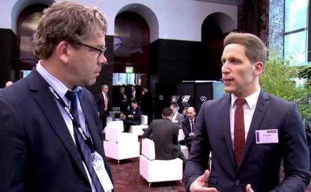 Malte Dreher, Chefredakteur DAS INVESTMENT mit Ufuk Boydak (rechts), Fondsmanager des Loys Global L/S