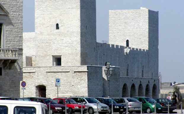 Trani in der süditalienischen Region Apulien, wo das Ermittlungsverfahren stattfindet. Quelle: Jelly / Wikipedia.de