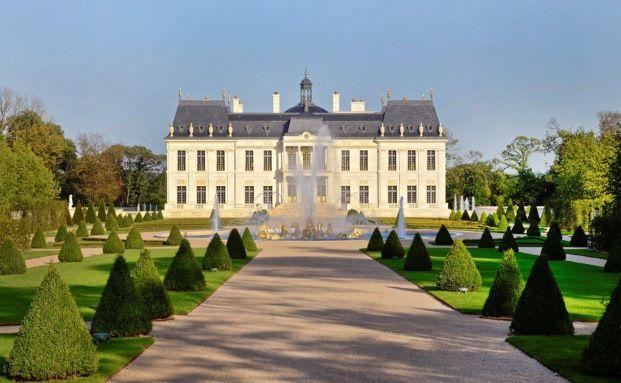 Château Louis XIV, Louveciennes, Nordfassade. Die Villa wurde f&uuml;r beachtliche 275 Millionen Euro verkauft. Foto: Patrice Diaz / <a href='https://creativecommons.org/licenses/by-sa/3.0/de/'_blank'>CC BY-SA 3.0</a> / <a href='https://commons.wikimedia.org/wiki/Main_Page' target='_blank'>Wikimedia Commons</a>