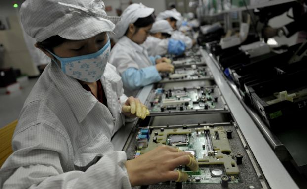 Arbeiter im chinesischen Foxconn Werk. Der neue Schroders Fonds zielt auf Anleihen von chinesischen Unternehmen ab. Foto: Getty Images